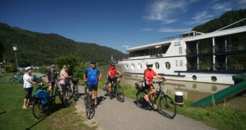 Easy Guided Bike&Cruise Tour on the Danube
